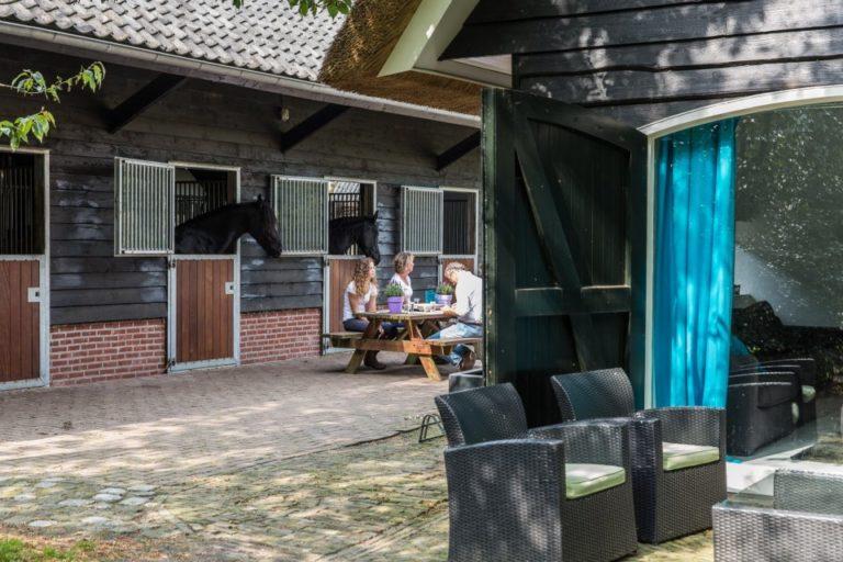 WoudStee paardenstallen luxe vakantiehuis op de veluwe overnachten met paard