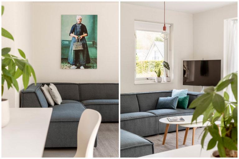 Woudstee Cornelia schilderij boven bank met klederdracht