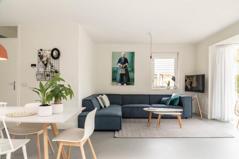 Woudstee cornelia woonkamer met bank en tafel