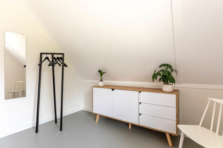Woudstee Cornelia grote slaapkamer met Hay kledingrek en kastje