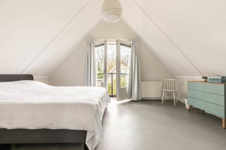 Woudstee Cornelia slaapkamer met openslaande deuren naar balkon