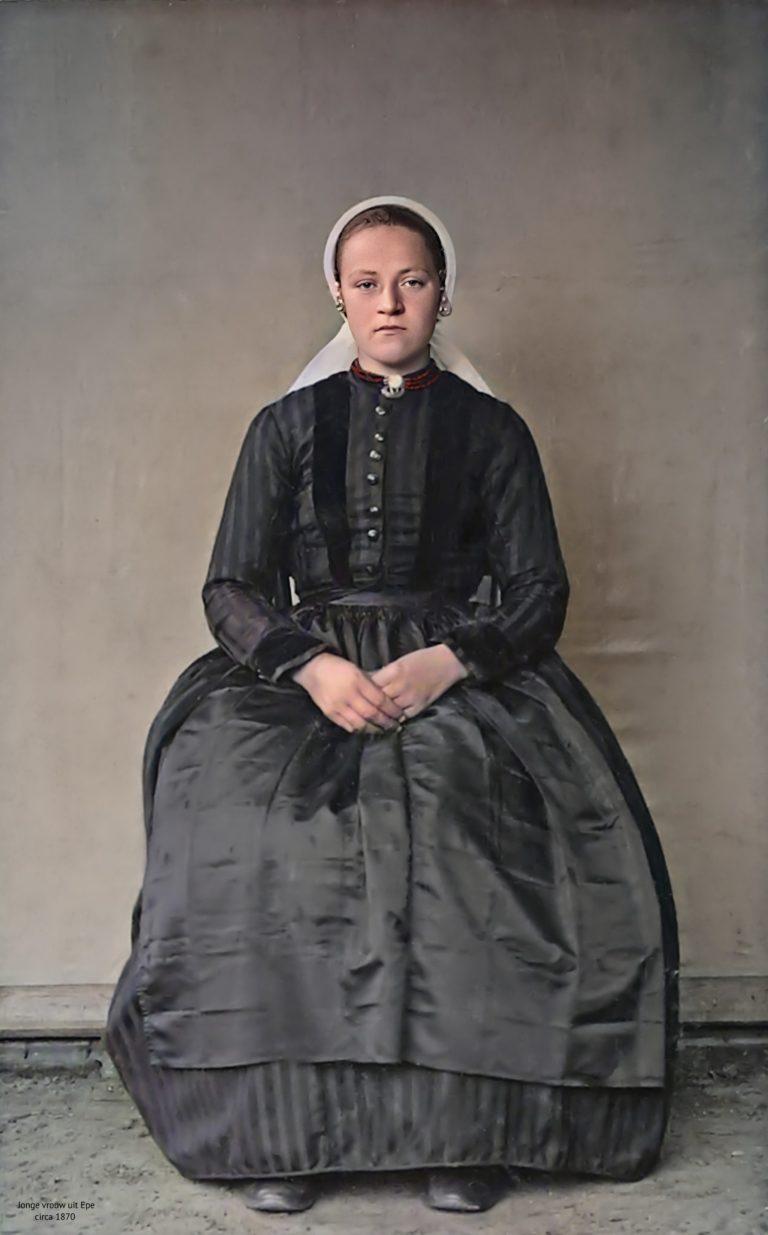 Jonge vrouw Veluwse klederdracht
