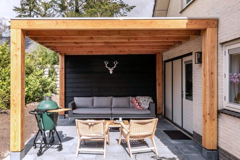 Woudstee Cornelia veranda vakantie op het achterterras met een big green egg