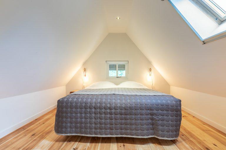 Antonia slaapkamer met luxe tweepersoons bed bij Woudstee