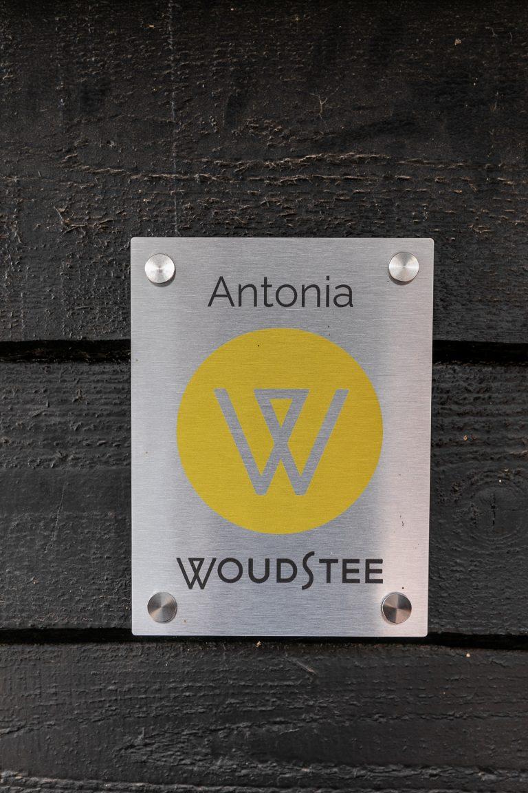 Bordje Antonia bij Woudstee